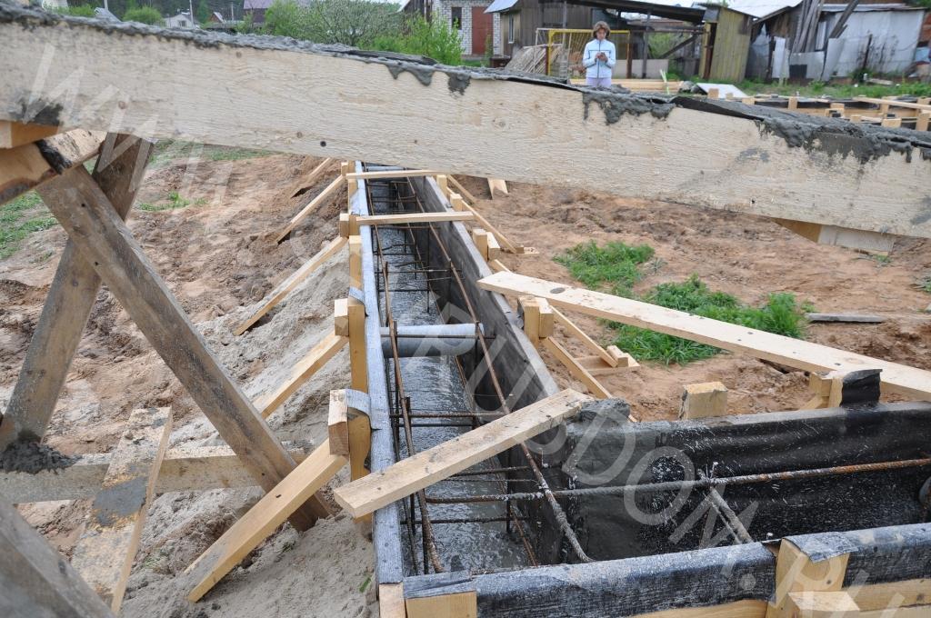 Первый этап - строительство фундамента